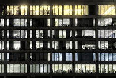 офис влюбленности посветил окнам Стоковое Изображение
