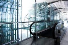 офис залы эскалатора moving Стоковая Фотография