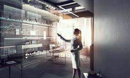 офис коммерсантки самомоднейший Мультимедиа Стоковое Изображение
