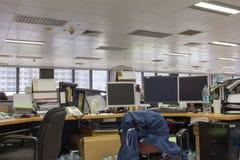 Офис после работы с оборудованием стоковая фотография rf