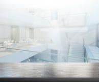 Офис столешницы и нерезкости предпосылки Стоковые Изображения RF
