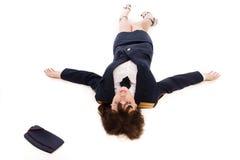 Офицер женщины лежа на поле Стоковое Изображение RF