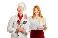Официантка и шеф-повар как обслуживающие персоналы стоковое изображение rf
