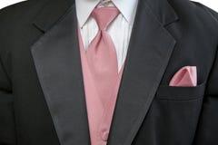 Официально черный костюм с розовыми связью и носовым платком Стоковые Изображения RF