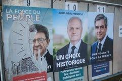 официальные плакаты избирательной кампании руководителей политической партии один из 11 выбранных бежать в французском президентс Стоковая Фотография