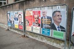 официальные плакаты избирательной кампании руководителей политической партии один из 11 выбранных бежать в французском президентс Стоковые Фотографии RF
