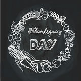 Официальный праздник в США в память первых колонистов Массачусетса Сбор Линейный венок chalkboard иллюстрация штока