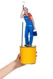 Оформитель стоя на баке краски стоковая фотография rf