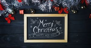Оформление веселого рождества на классн классном Серебряное рождество Ornam стоковые фотографии rf
