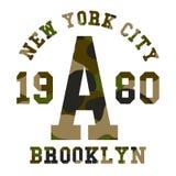 Оформление камуфлирования для печати футболки Войска камуфлируют с помечать буквами Нью-Йорк, Бруклин бесплатная иллюстрация