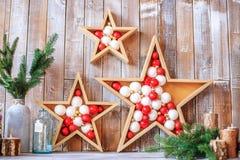 Оформление рождества с звездами и шариками Концепция счастливого рождеств Стоковое фото RF