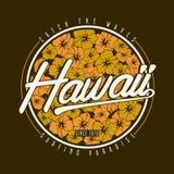 Оформление футболки Гаваи Флористическая занимаясь серфингом печать с гибискусом цветет для гаваиского дизайна одеяния Стоковые Изображения RF