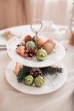 Оформление интерьера рождества, предпосылка, камин с деревом Стоковое Фото