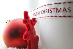 Оформление рождества с свечой и оленями стоковое изображение rf