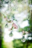 Оформление свадьбы с цветками eustoma в шариках Стоковое Фото