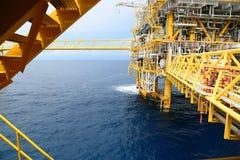 Оффшорная платформа конструкции для нефти и газ продукции Нефтяная промышленность нефти и газ и индустрия трудной работы Платформ Стоковые Фото