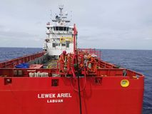 Оффшорный взгляд Саравака Малайзии miri вспомогательного судна от открытого моря Стоковое Фото
