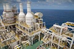 Оффшорный нефтяной бизнес нефти и газ в Gulf of Thailand, платформа продукции нефти и газ вверху палуба Стоковое Изображение
