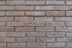 охват кирпичей кирпича разрушил боковую старую погоду стены Стоковое Изображение RF
