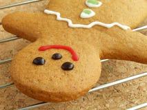 охлаждая человек gingerbread стоковое фото rf