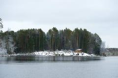 Охотиться деревянный дом в древесинах Стоковые Фото