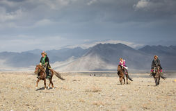 Охотники орла казаха на их лошадях Стоковое Изображение RF
