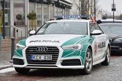 Охраните автомобиль Audi A6 припаркованный в старом городке Вильнюса Стоковая Фотография