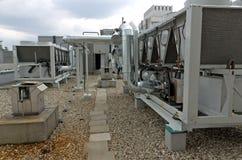 Охлаженный воздухом завод охладителя воды с pipework стоковые изображения rf