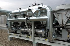 Охлаженный воздухом завод охладителя воды с pipework Стоковые Фотографии RF