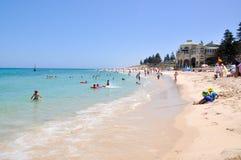 Охлаждать на пляже Cottesloe Стоковые Фото