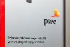 Оцените офисное здание бондарей или PwC Waterhouse в Берлине, Германии стоковое изображение