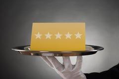 Оценка звезды сервировки кельнера Стоковая Фотография
