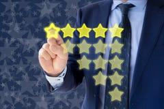 Оценка оценки 5 звезд бизнесмена Стоковые Фото