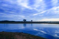 Очаровательный пейзаж рассвета стороной озера 2 jingpo Стоковая Фотография RF