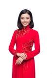 Очаровательная въетнамская женщина в платье Ao Dai традиционном изолировала o стоковое изображение