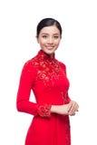 Очаровательная въетнамская женщина в платье Ao Dai традиционном изолировала o стоковое изображение rf