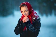 Очаровательная девушка в шарфе Стоковое фото RF