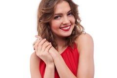 Очаровательная девушка держа руки совместно пока представляющ на камере Стоковое Изображение