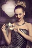Очаровательная женщина с серебряной маской Стоковые Изображения