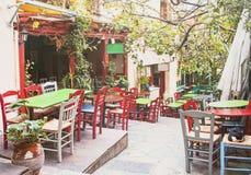 Очаровательная улица в старом районе Plaka в Афинах, Греции Стоковая Фотография RF
