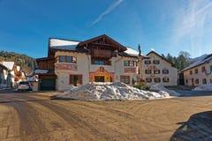 Очаровательный малый баварский городок с любяще покрашенными домами стоковые изображения