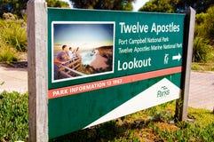 Очаруйте апостолов atTwelve знака информации, национального парка Campbell порта, Австралии Стоковое Изображение