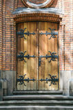 Очаруйте деревянную дверь металла к христианской церков Стоковое Изображение RF