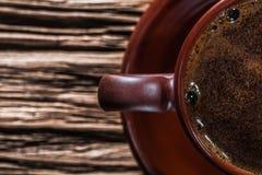 Очень близкий вверх по взгляду сверху на чашке кофе стоковая фотография rf