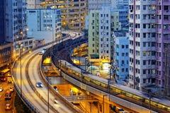 Очень быстроходный поезд идет через финансовый центр Гонконга Стоковое Изображение