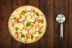 Очень вкусная вегетарианская пицца с aubergines и стальным резцом Стоковое Фото