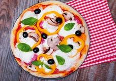 Очень вкусная горячая пицца Стоковые Фото