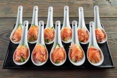 Очень вкусная еда на деревянном столе Стоковое Фото