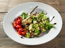 Очень вкусная еда на деревянном столе стоковое изображение rf