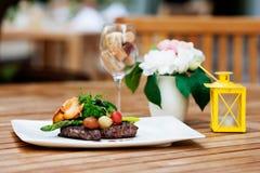 Очень вкусная еда - чернота Ангус стейка Ribeye с спаржей стоковое фото rf